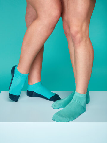 Hľadáte originálny a nezvyčajný darček? Obdarovaného zaručene prekvapí Bambusové členkové ponožky Pastelovo tyrkysové