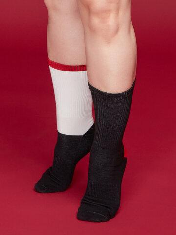 Výnimočný darček od Dedoles Čierno-biele športové ponožky