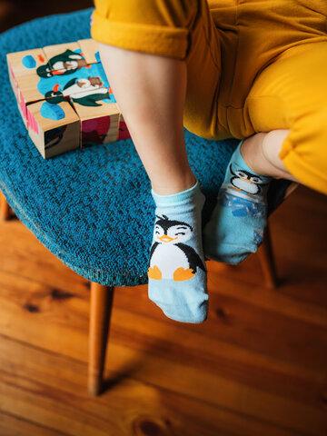 Potěšte se tímto kouskem Dedoles Veselé dětské kotníkové ponožky Šťastný tučňák