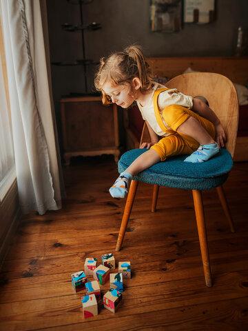 Lifestyle foto Veselé dětské kotníkové ponožky Šťastný tučňák