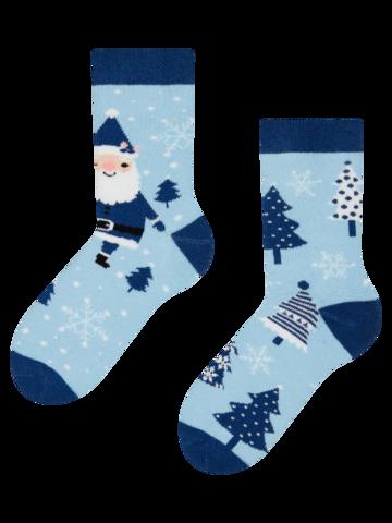 Hledáte originální a neobvyklý dárek? Obdarovaného zaručeně překvapí Veselé dětské teplé ponožky Santa v modrém