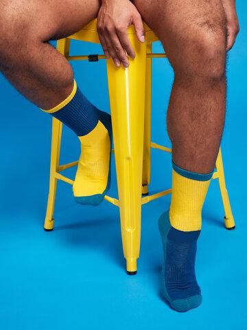 Hľadáte originálny a nezvyčajný darček? Obdarovaného zaručene prekvapí Plave i žute sportske čarape