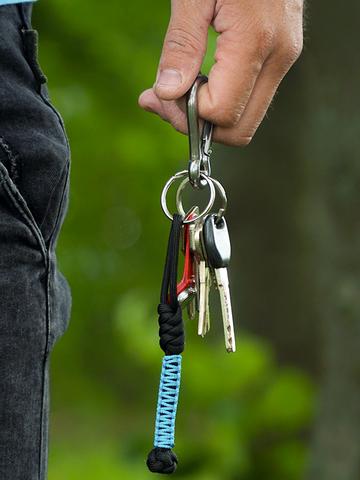 Pre dokonalý a originálny outfit Blue Paracord Keychain Bead