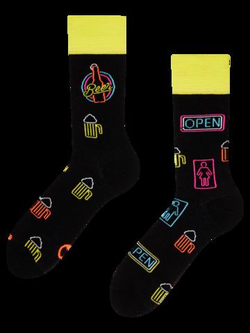 Hľadáte originálny a nezvyčajný darček? Obdarovaného zaručene prekvapí Vesele čarape Neonsko pivo