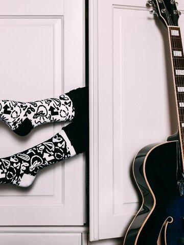 Looking for an original and unusual gift? The gifted person will surely surprise with Recycled Cotton Socks Doodles