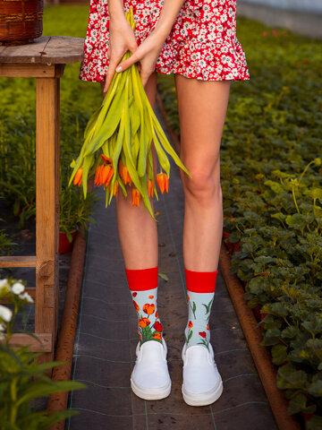 Hľadáte originálny a nezvyčajný darček? Obdarovaného zaručene prekvapí Veselé ponožky Tulipány