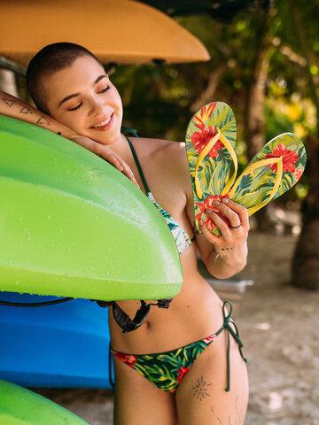 Pre dokonalý a originálny outfit Wesoły dół od bikini Tropikalne kwiaty