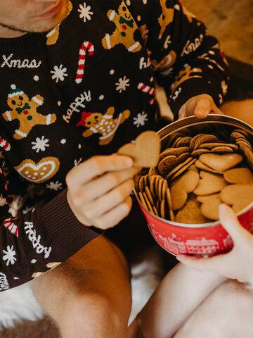 Potešte sa týmto kúskom Dedoles Wesoły sweter świąteczny Imbir