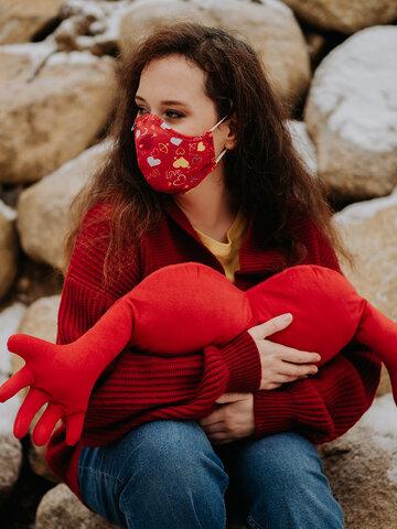 """Lifestyle-Foto Lustige antibakterielle Gesichtsmaske Herzen - Größe """"Groß"""""""