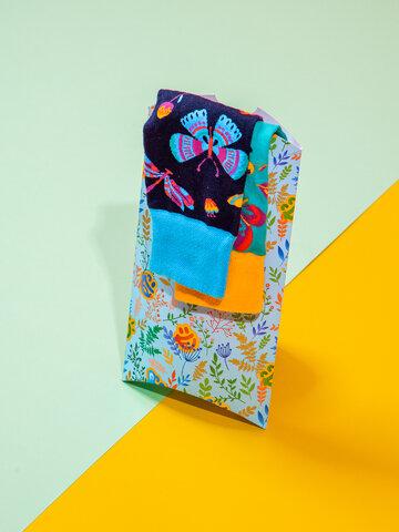 Lifestyle foto Caja regalo ovalada Prado de primavera