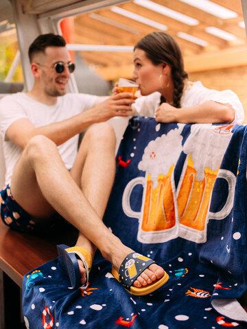 Potešte sa týmto kúskom Dedoles Beach Towel Beer & Boat