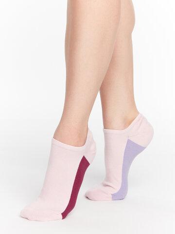 Hledáte originální a neobvyklý dárek? Obdarovaného zaručeně překvapí Pastelově růžové ponožky do tenisek Cukřík