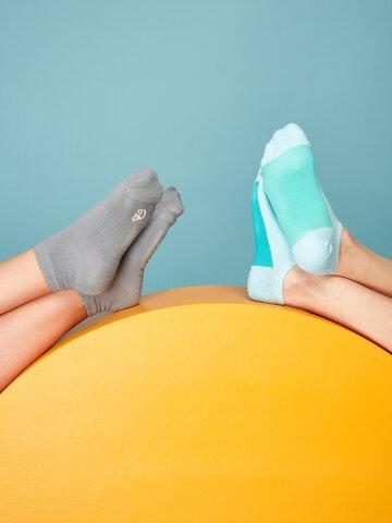 Hledáte originální a neobvyklý dárek? Obdarovaného zaručeně překvapí Světlemodré ponožky do tenisek Cukřík