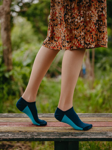 Pomysły na prezenty Granatowe skarpetki do sneakersów Pięta