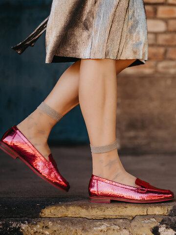 Hľadáte originálny a nezvyčajný darček? Obdarovaného zaručene prekvapí Veselé silonkové ponožky Strieborné hviezdy
