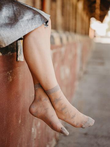 Zľava Veselé silonkové ponožky Strieborné hviezdy