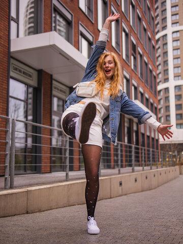 Lifestyle-Foto Lustige Nylonstrumpfhosen Glitzernde Punkte