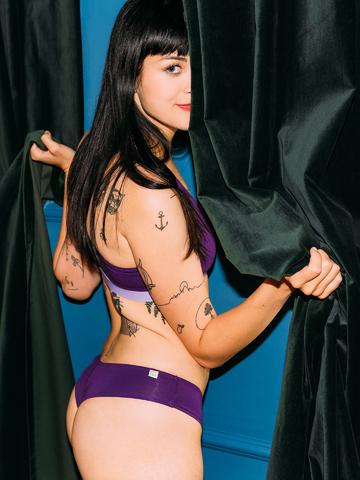 a tökéletes és egyedi ruházathoz Sötétlila női brazil alsó