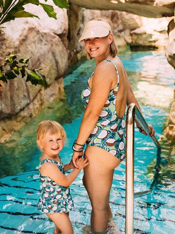 Pre dokonalý a originálny outfit Women's One-piece Swimsuit Coconut