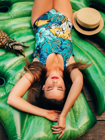Looking for an original and unusual gift? The gifted person will surely surprise with Women's One-piece Swimsuit Tropical Jungle