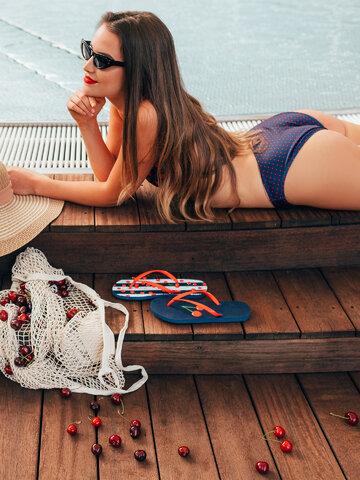 Lifestyle foto Haut de bikini triangulaire rigolo Cerises