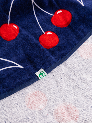 Potešte sa týmto kúskom Dedoles Round Beach Towel Cherries