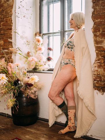 Lifestyle-Foto Lustige klassische Bralette Eukalyptus