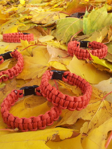 Foto Paracord Überleben-Armband rot
