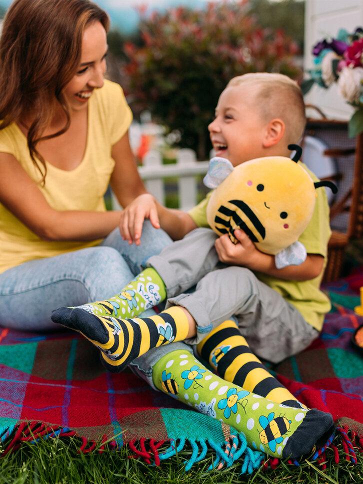 Lifestyle foto Veselé dětské ponožky Včely