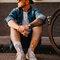 Lifestyle foto Vrolijke sokken Stadsfiets