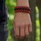 Hľadáte originálny a nezvyčajný darček? Obdarovaného zaručene prekvapí Zwart & oranje Paracord-armband Warrior met mes, vuurstarter, kompas en fluitje